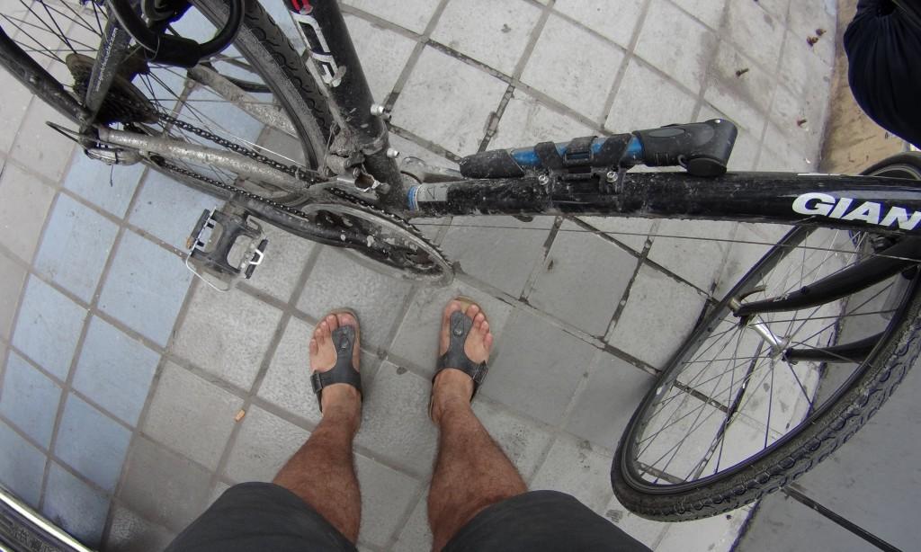 Vélo pieds boue