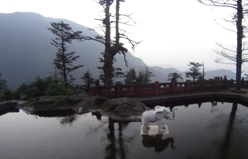 Piscine éléphant Xixiangchi mont Emei