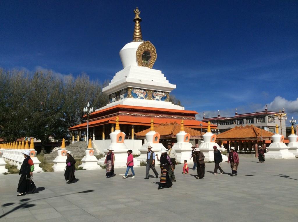 Stupa blanc de Litang