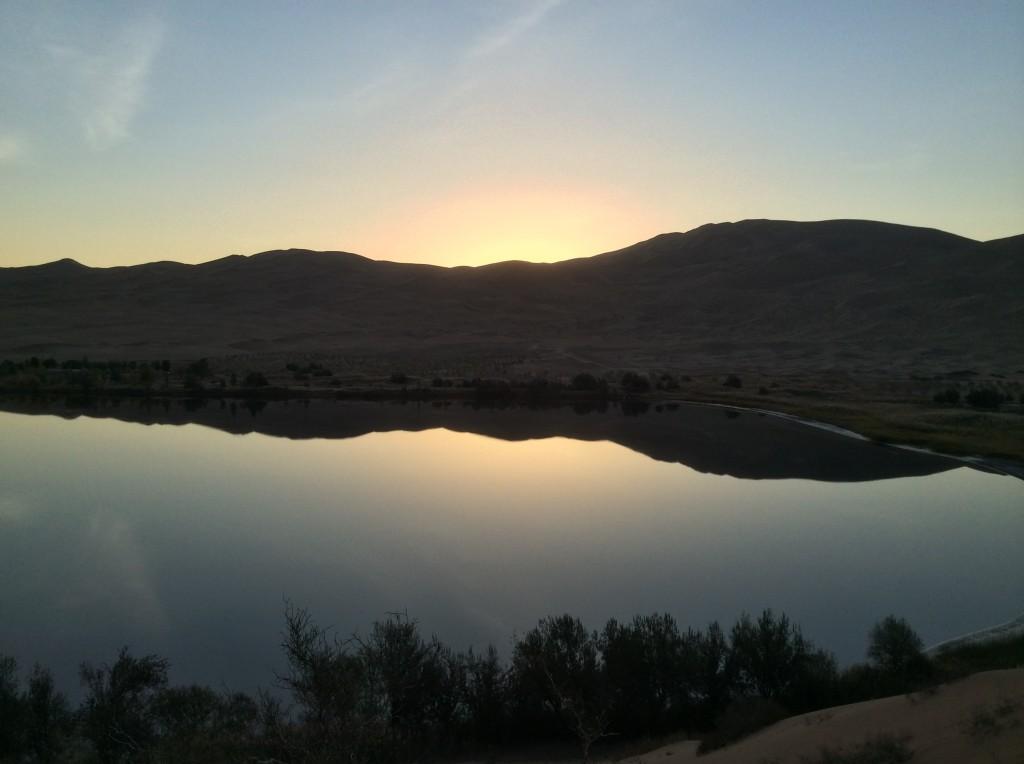 Lever de soleil oasis désert Gobi