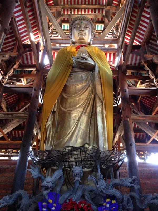 Statue bouddha temple Lingyin Xichang