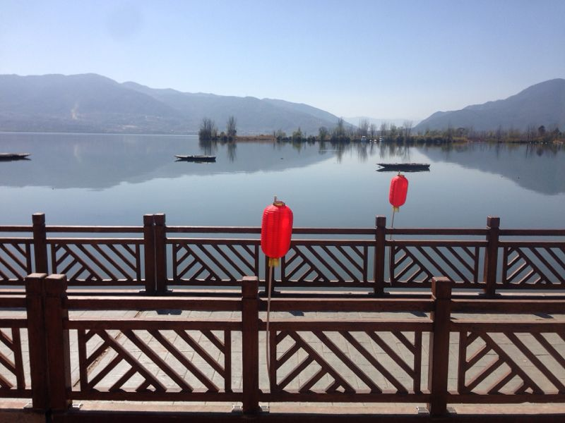 Lac Qionghai et lanternes rouges